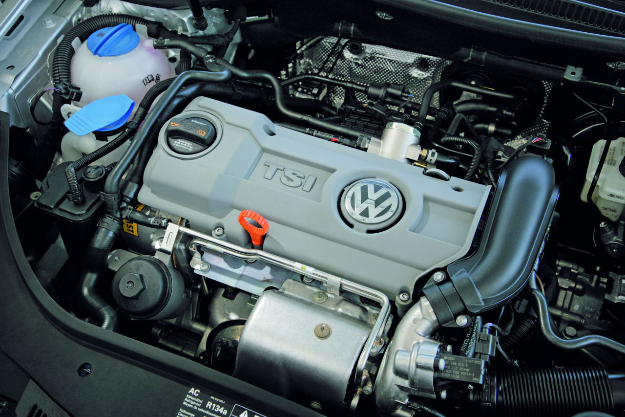 vw tsi The 2017 vw golf tsi wolfsburg gets a multifunction steering wheel, heated front seats, a rearview camera and more.